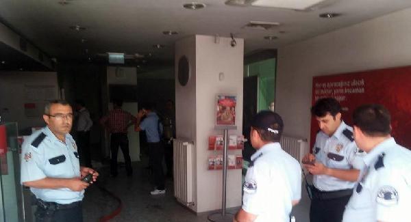 Konya'nın Ereğli ilçesinde banka şubesinde yangın! 13 kişi mahsur kaldı...
