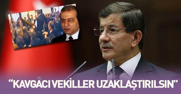 Ahmet Davutoğlu kavgacı vekiller uzaklaştırılsın dedi, akıllara uçan tekme atan vekil geldi!