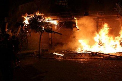 Alanya Kalesi'nde yangın çıktı! Turistik alana sıçrayabilir...