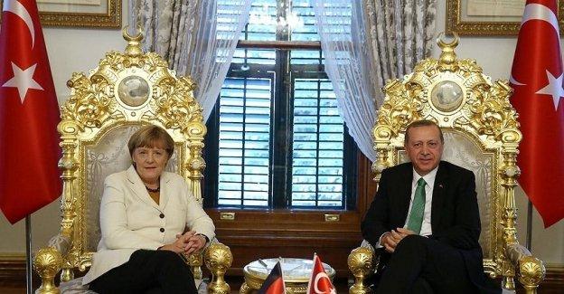 Angela Merkel'den Türkiye'ye destek!