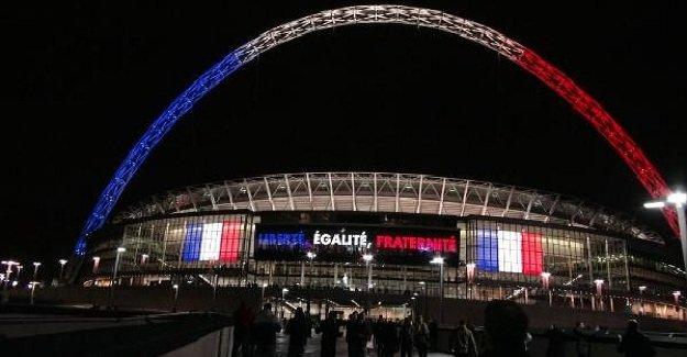 İngiliz taraftarlardan Fransa halkına jest!
