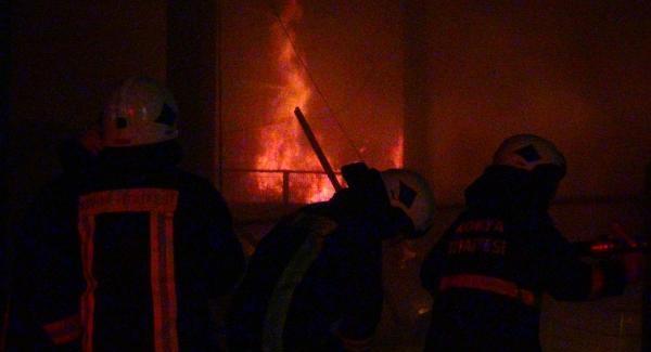 Konya'da feci yangın! Kereste fabrikasını alevler sardı...