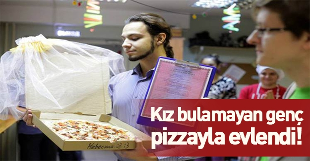 Rusya'da kız bulamayan genç pizzayla evlendi