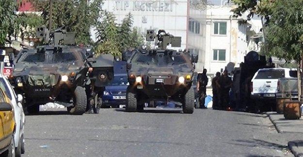 SON DAKİKA: Diyarbakır'ın Sur İlçesi'nde operasyonlar sürüyor! 2 terörist öldürüldü!