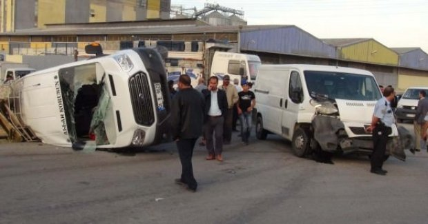 Tarım işçilerin minibüsü devrildi: 23 yaralı