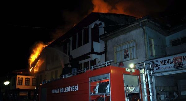 Tokat'ta korkutan yangın! Alevler 3 apartmana sıçradı