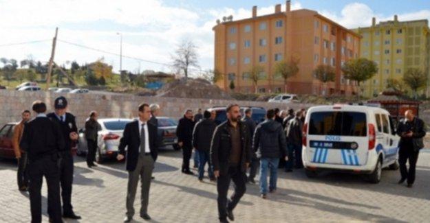 Uyuşturucu operasyonunda polise silahlı saldırı