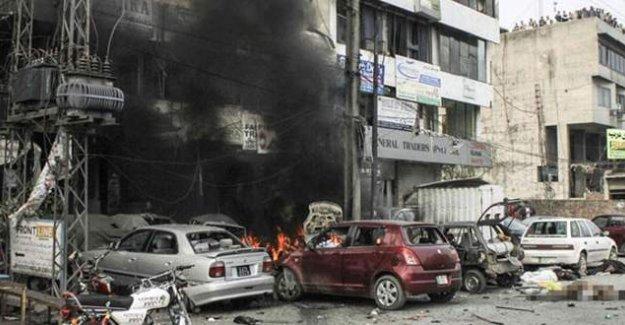 Alışveriş merkezine bombalı saldırı: 10 ölü