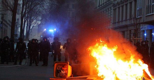 Almanya'da gösteri: 69 polis yaralandı