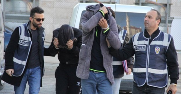 Atatürk Anıtı'nı soyan hırsızlar adliye girişinde oyun oynadı