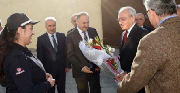 Kılıçdaroğlu Can Dündar'ı ziyarete gitti, çiçeklerle karşılandı
