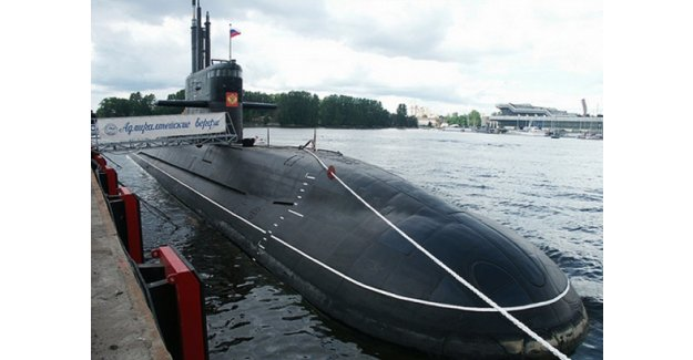 Rus denizaltısı suya indi...!
