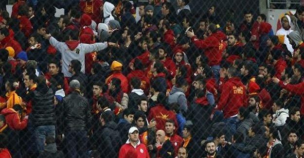 Sarı-kırmızılı taraftarlar yönetimi ve futbolcuları protesto etti! ''Koca kulüp kalmış birkaç ruhsuza...''