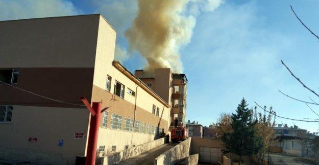 Siirt'te kadın doğum hastanesi ateşe verildi