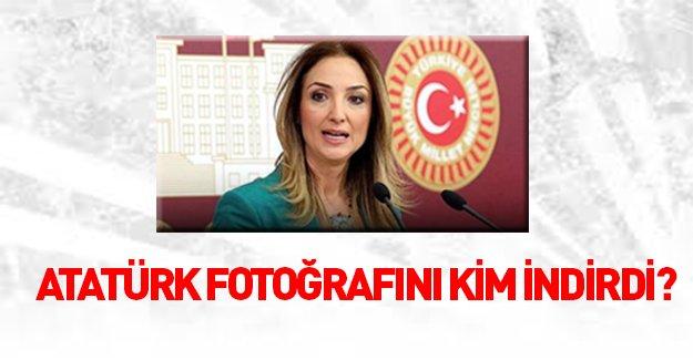 Atatürk fotoğrafını odasından kim indirdi?