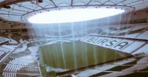 Bursaspor'un yeni stadyumu Timsah Arena yağmura teslim! Sosyal medyadan büyük tepki...
