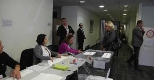 ABD'de seçim heyecanı erken başladı! Türk vatandaşlar oy vermek için sandık başında