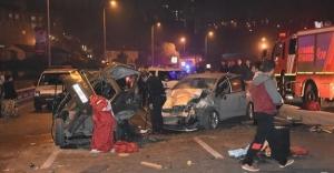 Gaziosmanpaşa'da trafik kazası! Facianın eşiğinden dönüldü! 4 yaralı!