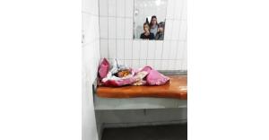 Konya otogarının tuvaletinde terk edilmiş bebek bulundu! Yemeğin birkaç gündür aç olduğu anlaşıldı
