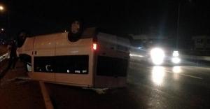 Kocaeli'de tersane işçilerini taşıyan minibüs takla attı: 1 ölü, 7 yaralı!