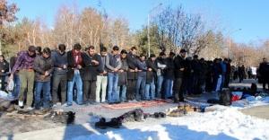 ODTÜ'deki olaylara 'namaz'lı protesto