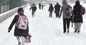 Rize'de yoğun kar yağışı eğitime ara verdirdi!